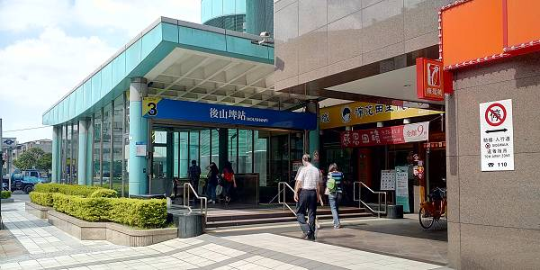 從後山埤捷運站3號出口出站,往左手邊(同德路)、有7-11的方向前進。